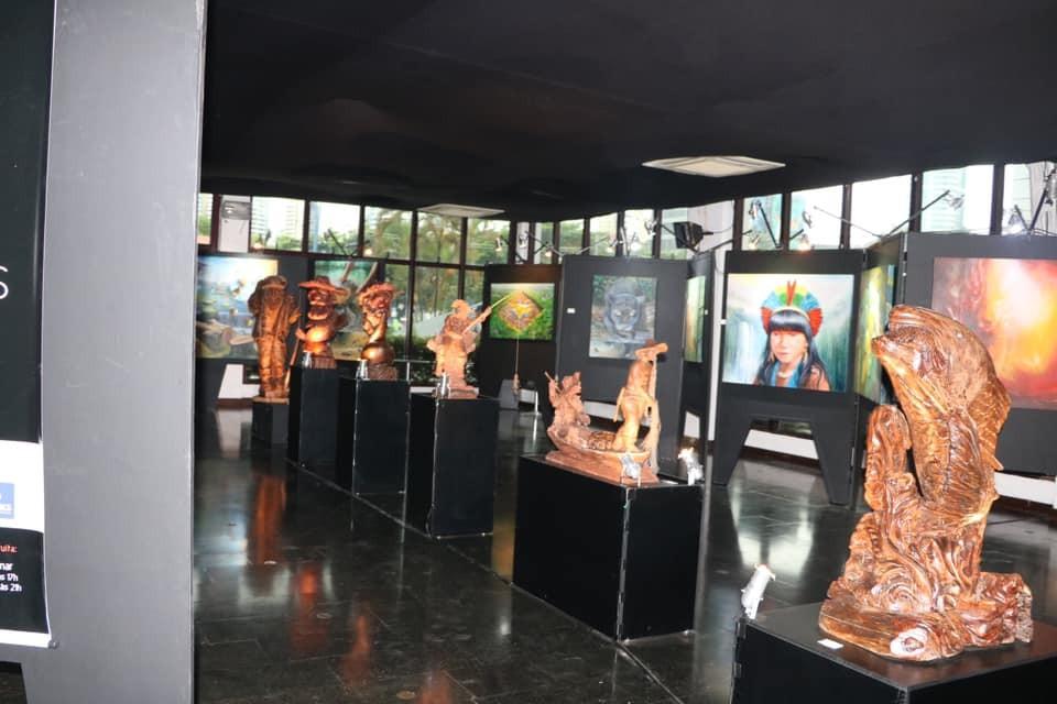 """Ivana prestigia exposição """"Sobre Viventes – Amazônia Histórias Flutuantes"""""""