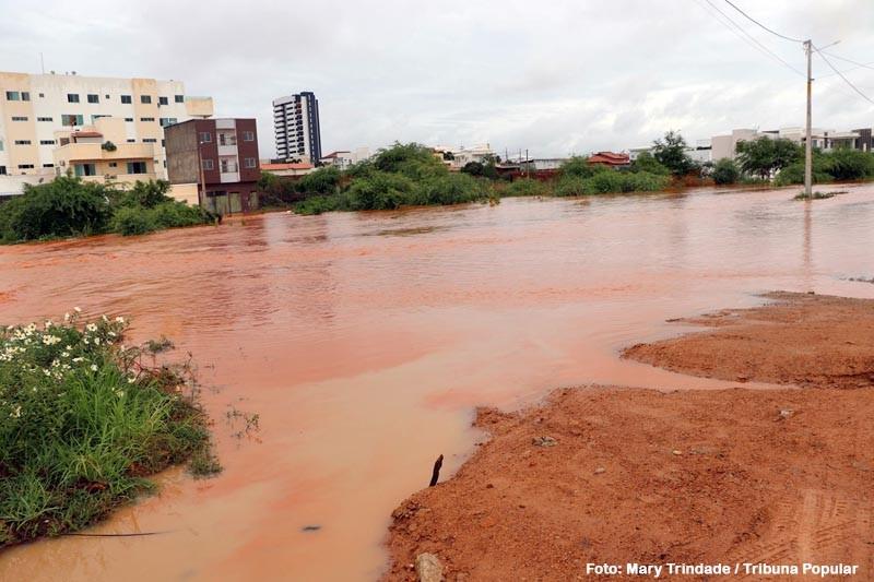 Riacho Belém transborda em Guanambi. Veja as imagens