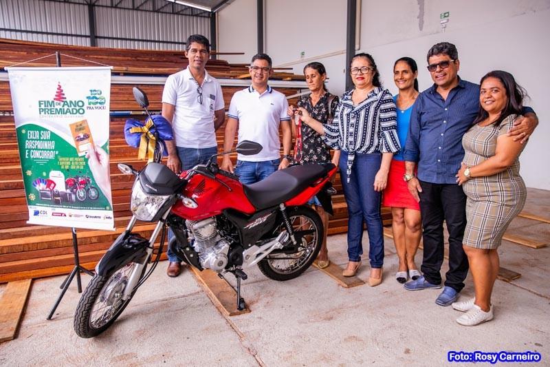 CDL de Guanambi entrega 2 motos aos ganhadores da