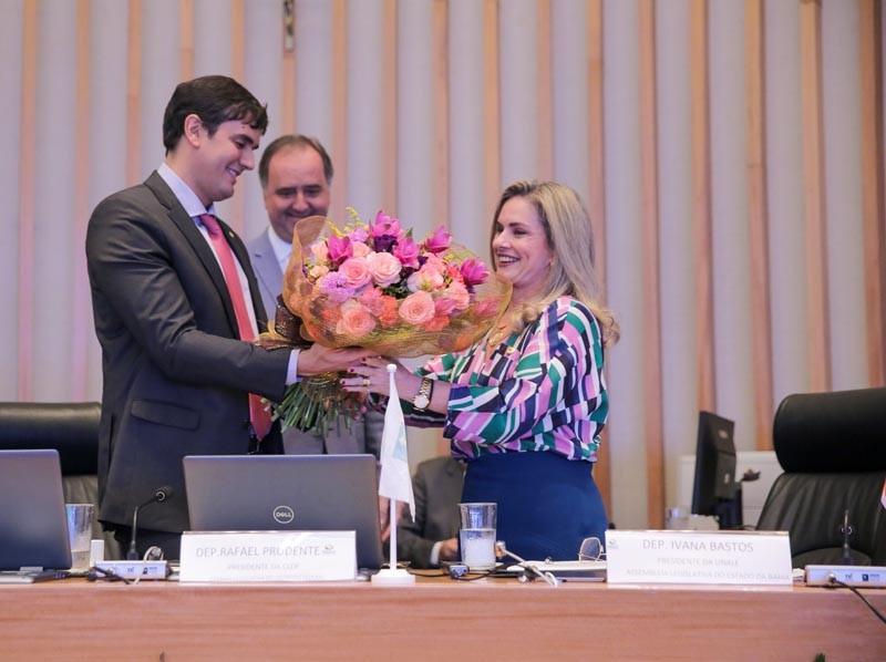 Ivana Bastos assume a presidência da Unale