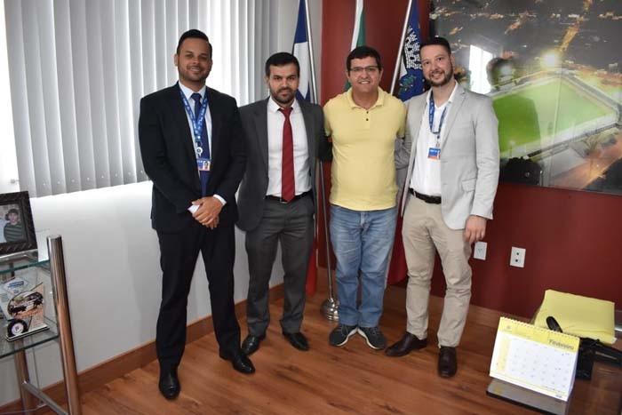Prefeito de Guanambi Comemora Vinda da Superintendência da Caixa para Guanambi