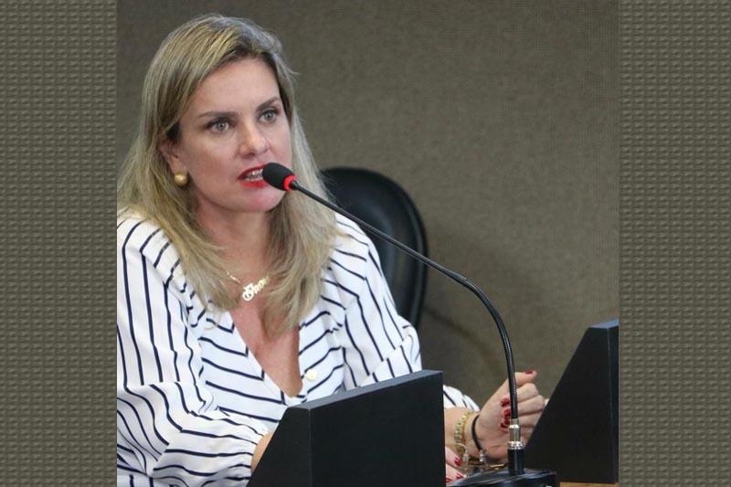 Ivana quer licença maternidade de 180 dias para servidores adotantes
