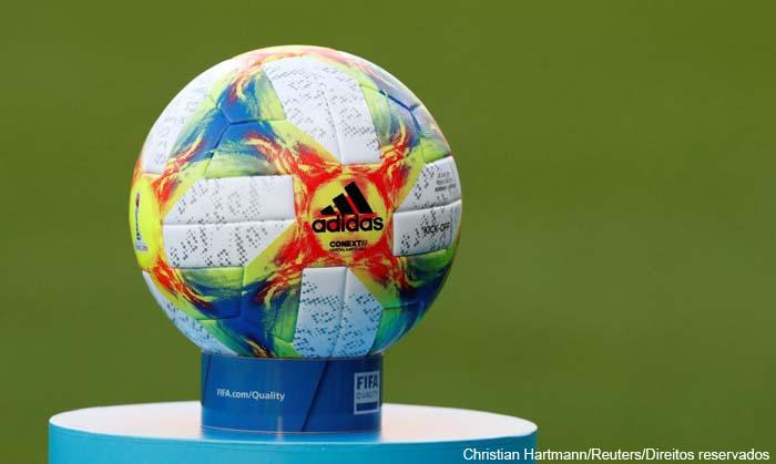 Futebol: ex-árbitro da Fifa aprova mudança da regra de 'bola na mão'