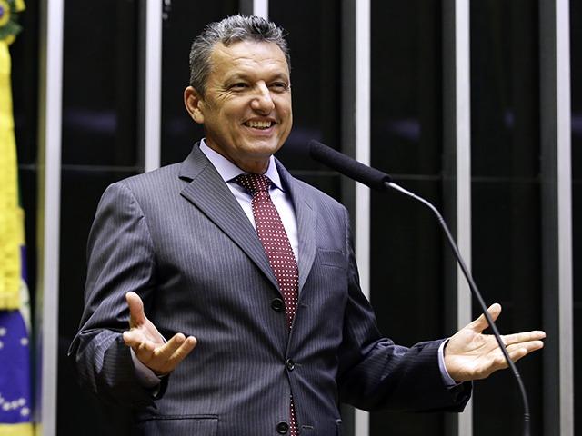 Charles Fernandes comemora manutenção do mandato pelo plenário do TSE; 'Seguirei trabalhando e defendendo o povo da Bahia'