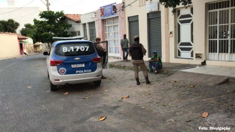 Homem com transtornos mentais ataca agência dos Correios e emissora de rádio em Guanambi
