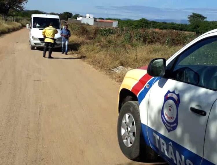 Van que transportava passageiros para Malhada é interceptada em Guanambi