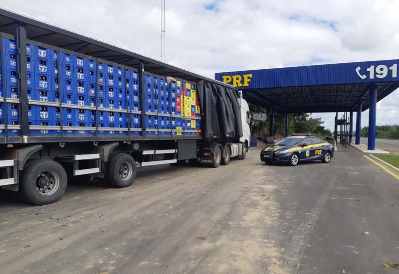 Mais de 21 mil litros de cerveja são apreendidos por sonegação fiscal na BR 116 em Vitória da Conquista (BA)