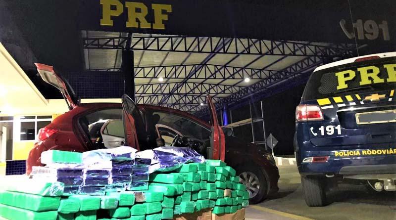 Operação Tamoio: Após tentativa de fuga da fiscalização, PRF apreende carro recheado de drogas em Vitória da Conquista (BA)