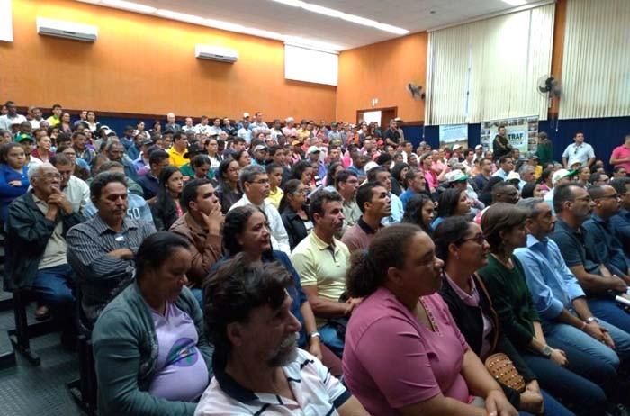 Entrega de títulos de terra e assinatura de convênios marcam encontro em Caetité