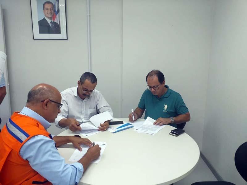 Assinados convênios para disponibilização de carros-pipa para os municípios