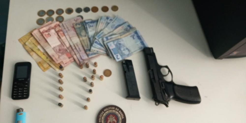 PM prende homem portando pistola de uso restrito, no bairro Monte Pascoal, em Guanambi