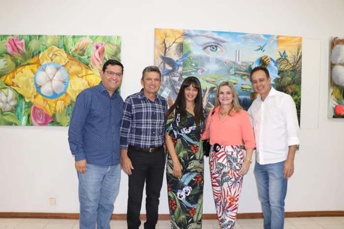 Ivana Bastos prestigia exposição em homenagem ao centanário de Guanambi