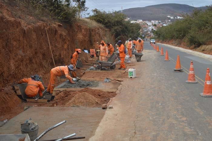 DNIT realiza recuperação do trecho da BR 430 em Caetité