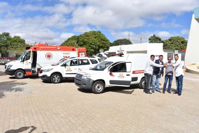 Prefeito entrega novos veículos a Secretaria de Saúde