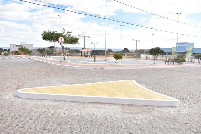 Prefeito Jairo Magalhães entrega obras no bairro Alto Caiçara