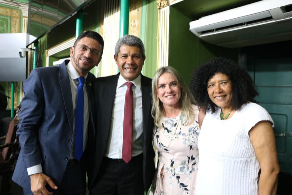 Deputada Ivana prestigia entrega de Título ao secretário Jerônimo Rodrigues