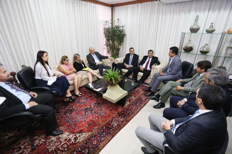 Ivana Bastos participa de encontro que anuncia leilão da Fiol para 2020