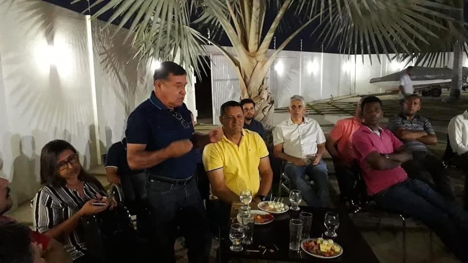 Em Candiba, Deputado Federal Charles Fernandes se reúne com proprietários de transportes públicos alternativos