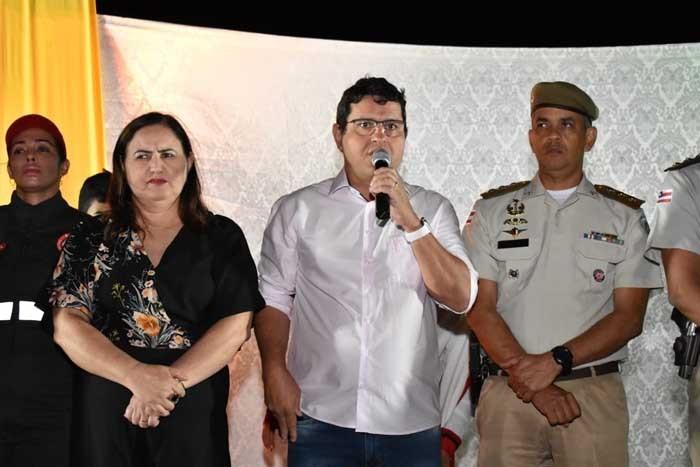 Prefeito Jairo Magalhães prestigia desfile cívico e destaca importância do evento