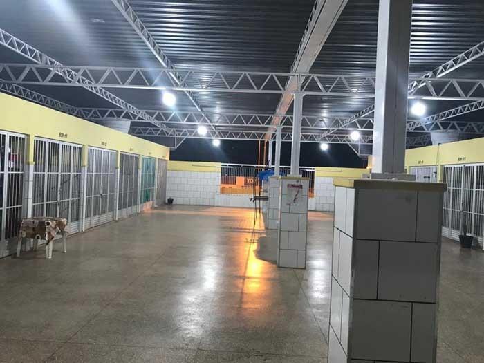 Mercado Oton Teixeira, em Morrinhos, recebe iluminação em LED
