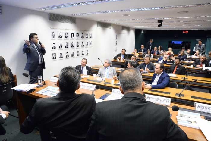 Charles Fernandes preside Audiência Pública da Câmara dos Deputados que discutiu a revitalização do Vale do Iuiú