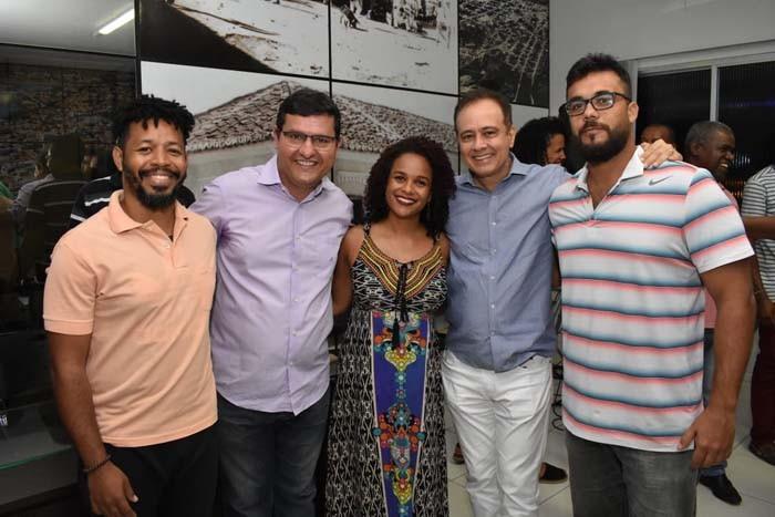 Guanambi assina contratos com artistas contemplados em Edital de Cultura