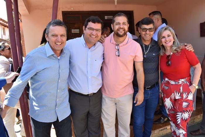 Rui Costa comunica a Charles Fernandes, Jairo e Ivana a linha aérea em Guanambi após ANAC homologar estudo técnico