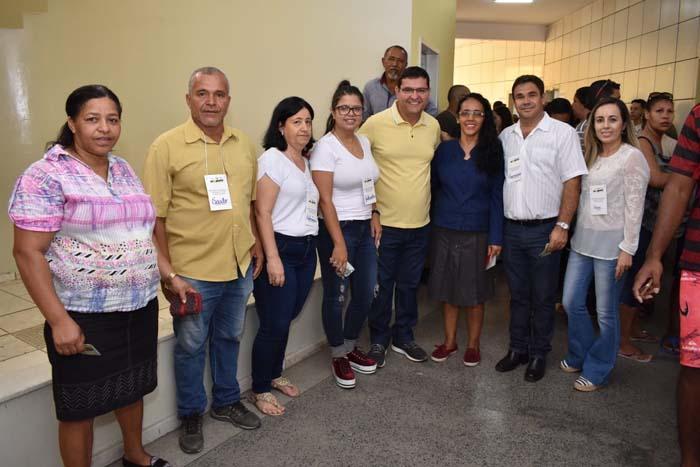 Prefeito Jairo Magalhães vota e destaca importância das eleições do Conselho Tutelar