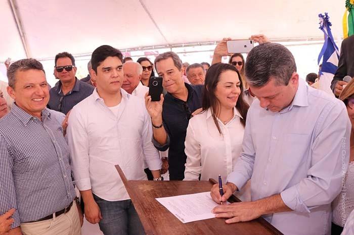 Prefeito Aldo Gondim assina ordem de serviço do Hospital do Câncer em Caetité