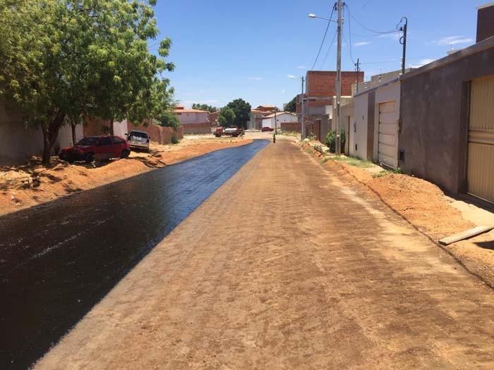 Ruas dos Bairros Ipanema e Ipiranga recebem serviços de pavimentação