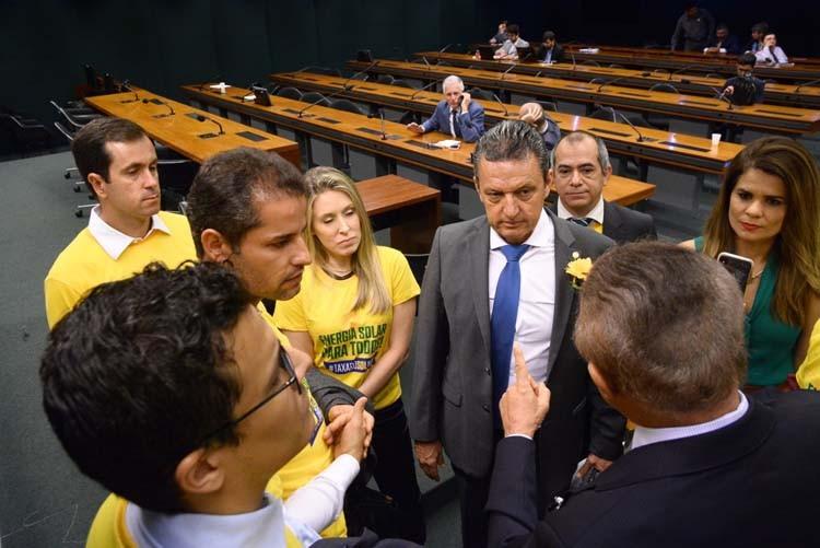 Charles Fernandes participa de Audiência Pública com Aneel e Absolar e faz duro discurso contra a criação de taxa na energia solar