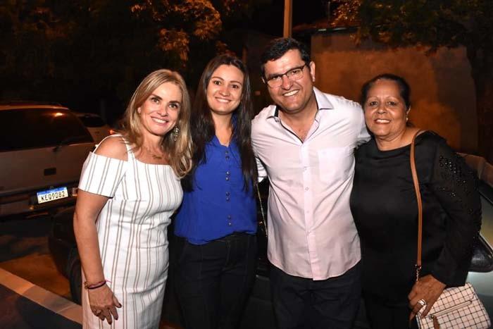 Prefeito Jairo Magalhães entrega revitalização da praça do bairro Vomitamel