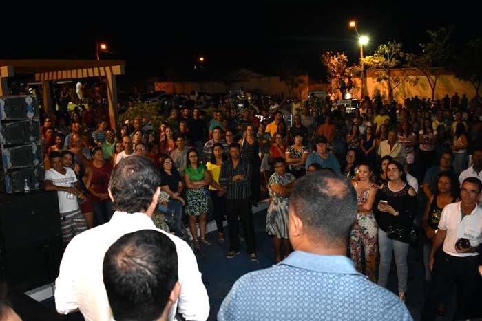 Prefeito Jairo Magalhães entrega moderna praça no bairro Santo André