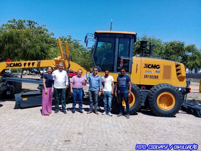 Codevasf reforça estrutura do município de Pindaí (BA) com entrega de motoniveladora