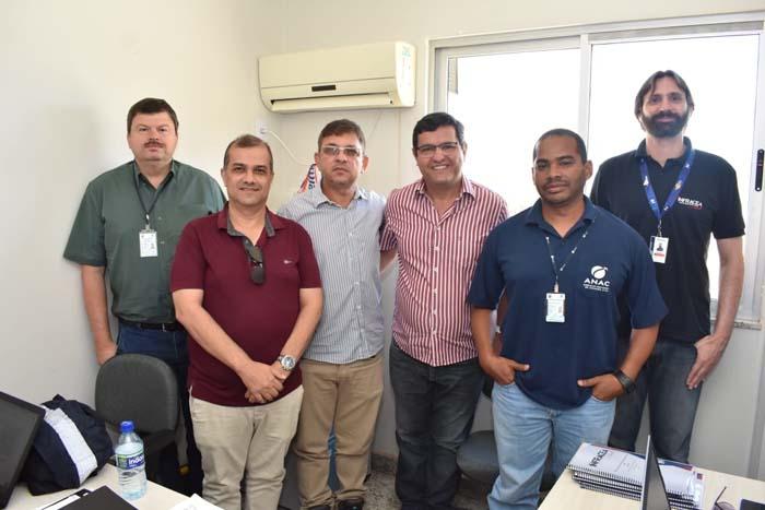 Prefeito Jairo Magalhães recepciona técnicos da ANAC durante inspeção para certificação operacional no Aeroporto de Guanambi