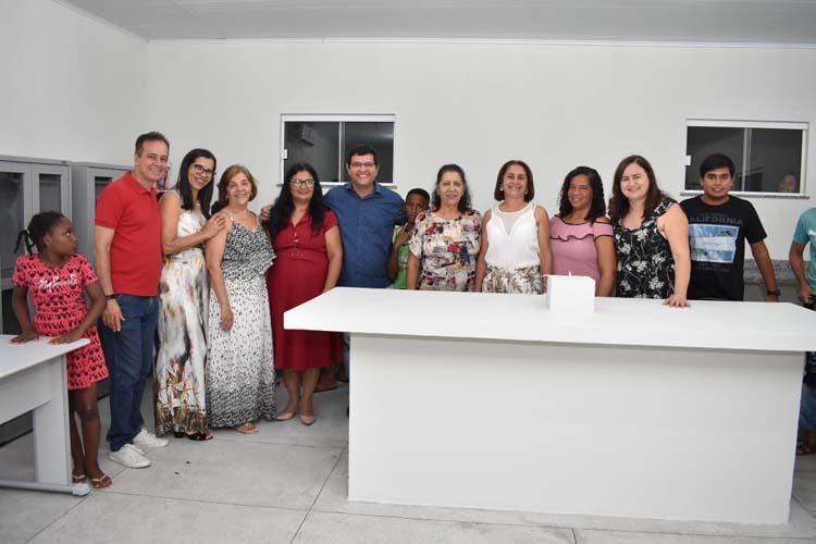Prefeitura de Guanambi entrega laboratório para unidade da rede municipal de ensino