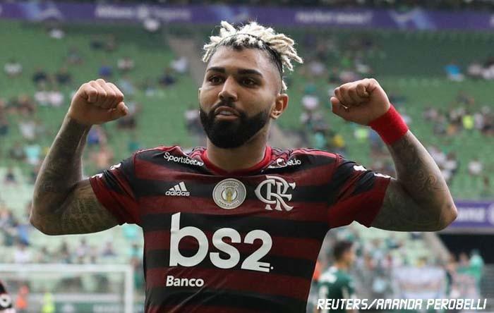 Campeão Flamengo vence Palmeiras em dia de recordes