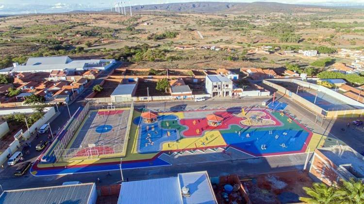 Jairo Magalhães entrega pacote de obras em Morrinhos; Creche, auditório e urbanização da Praça Armindo Paes