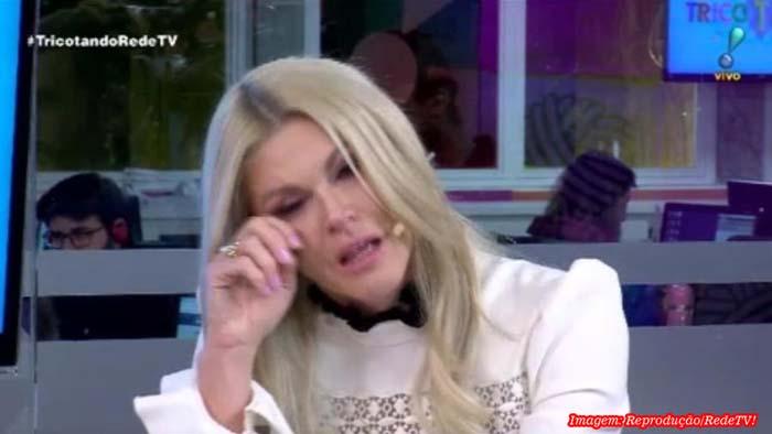 Val Marchiori chora e abandona programa ao vivo após criticar Fofocalizando