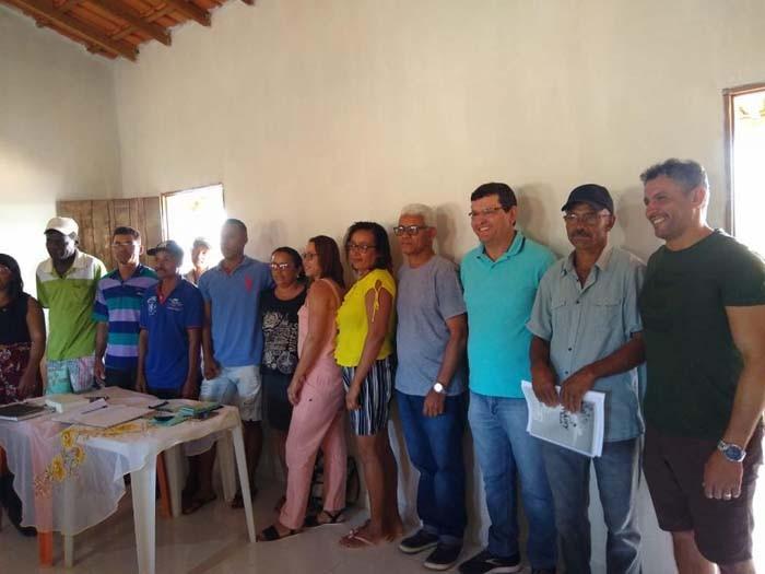 Vereador Nal doa salário para ajudar construção de sede de associação