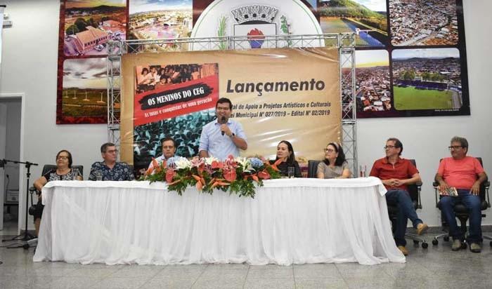 Livro que conta a história do Centro e Residência Estudantil de Guanambi é lançado com grande sucesso